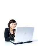 Meisje dat aan computer werkt Royalty-vrije Stock Foto