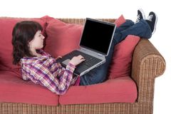 Meisje dat aan haar laptop werkt die op wit wordt geïsoleerd Royalty-vrije Stock Afbeeldingen