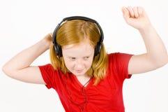 Meisje dat aan muziek en het dansen luistert stock afbeelding