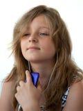 Meisje dat aan muziek luistert Royalty-vrije Stock Foto