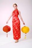Meisje dat Chinese lantaarns houdt Stock Afbeelding