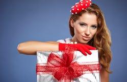 Meisje dat de kleren van de Kerstman draagt stock foto's