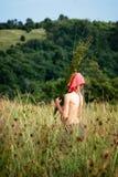 Meisje dat de kruiden plukt Royalty-vrije Stock Foto