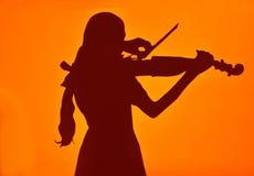 Meisje dat de viool speelt royalty-vrije stock afbeelding