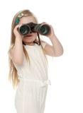 Meisje dat door verrekijkers kijkt Royalty-vrije Stock Foto