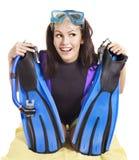 Meisje dat duikuitrusting draagt. Stock Fotografie
