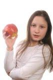 Meisje dat een appel eaing Stock Foto
