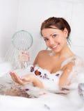 Meisje dat een bad neemt Stock Foto