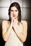 Meisje dat een douche neemt Stock Foto's