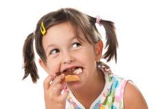 Meisje dat een snack bijt royalty-vrije stock foto's