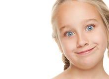 Meisje dat grappig gezicht maakt Stock Foto's