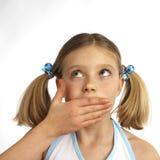 Meisje dat haar gezicht afveegt Stock Foto's