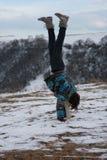 Meisje dat handstand uitvoert Stock Fotografie