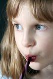 Meisje dat het Riet van het Suikergoed eet royalty-vrije stock afbeelding
