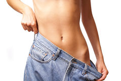 Meisje dat jeans probeert Stock Foto