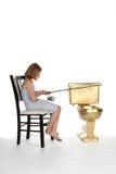 Meisje dat in kleding in een gouden toilet vist Royalty-vrije Stock Foto's