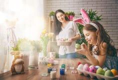 Meisje dat konijntjesoren draagt Stock Foto's