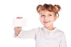 Meisje dat lege kaart houdt stock foto's