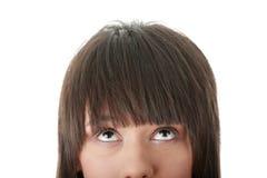 Meisje dat met haar ogen weg omhoog kijkt Stock Fotografie