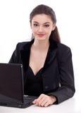 Meisje dat met laptop werkt. Stock Foto's