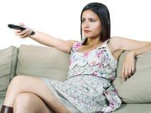 Meisje dat op TV let Royalty-vrije Stock Foto's