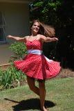 Meisje dat in openlucht danst Stock Foto's