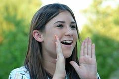 Meisje dat in openlucht schreeuwt Royalty-vrije Stock Fotografie
