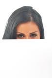 Meisje dat over witte ruimte kijkt Royalty-vrije Stock Foto