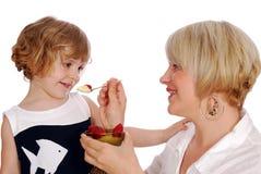 Meisje dat pudding eet met Royalty-vrije Stock Afbeelding