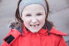 Meisje dat tanden toont Stock Foto