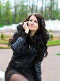 Meisje dat telefonisch roept. Royalty-vrije Stock Foto's