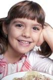Meisje dat van haar lunch geniet Stock Foto