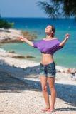 Meisje dat van haar vakantie geniet Stock Foto's