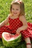 Meisje dat watermeloen eet Stock Foto