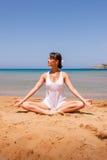 Meisje dat yoga doet Stock Fotografie