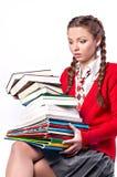 Meisje dat zich met een bos van boeken bevindt stock afbeeldingen