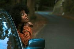 Meisje in de auto stock afbeelding