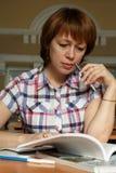 meisje in de bibliotheek Royalty-vrije Stock Foto