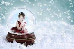 Meisje in de Bol van de Sneeuw Stock Foto