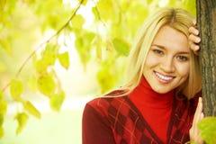 Meisje in de herfst Stock Afbeeldingen