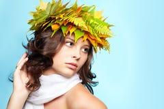 Meisje in de herfstslinger stock foto's