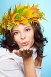 Meisje in de herfstslinger stock afbeeldingen