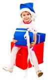 Meisje in de hoed van de Kerstman met blauwe giftdoos Stock Afbeeldingen