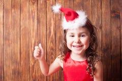 Meisje in de hoofdband van de Kerstmanhoed Stock Foto