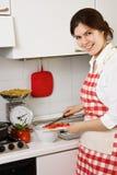 Meisje in de keuken Royalty-vrije Stock Afbeelding