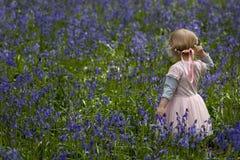 Meisje in de lenteklokjes Royalty-vrije Stock Afbeelding
