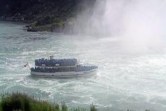 Meisje in de Mist, Niagara Falls Stock Foto's