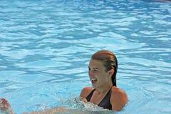 Meisje in de pool Stock Afbeelding