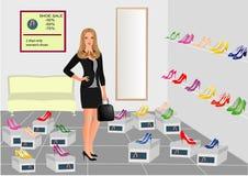 Meisje in de schoenwinkel met reeks schoenen Stock Foto