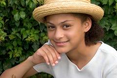 Meisje in de tuin royalty-vrije stock afbeeldingen
